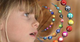 niña con graficos de internet